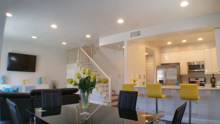 Luxury Modern Home near Disneyland & Knotts Berry