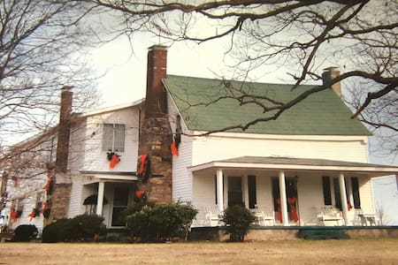 Breezy Oaks FarmHouse Bed & Breakfast - Alton