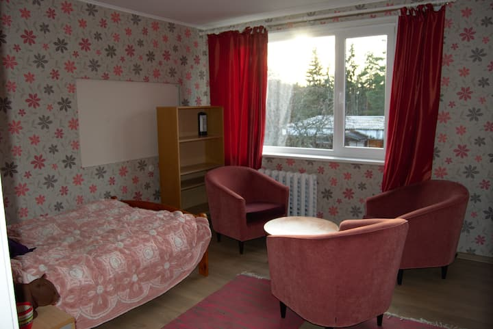 Cozy room near Tehvandi stadium