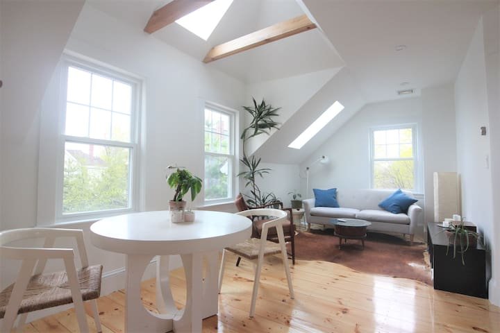 Artist's Oasis 1 bedroom w/ parking! - Waltham - Apartament