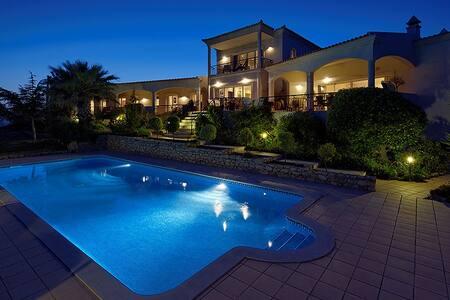 Luxurious  Fully Staffed 4 bedroom Algarve Villa - Loulé