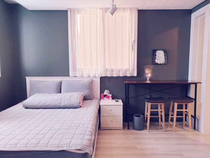 Cozy and pretty double room - Mokpo station front!
