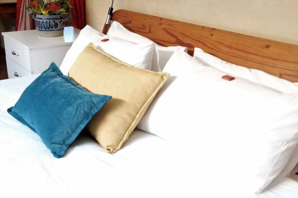 The Cottage - King Size Bed with crispy white cotton linen