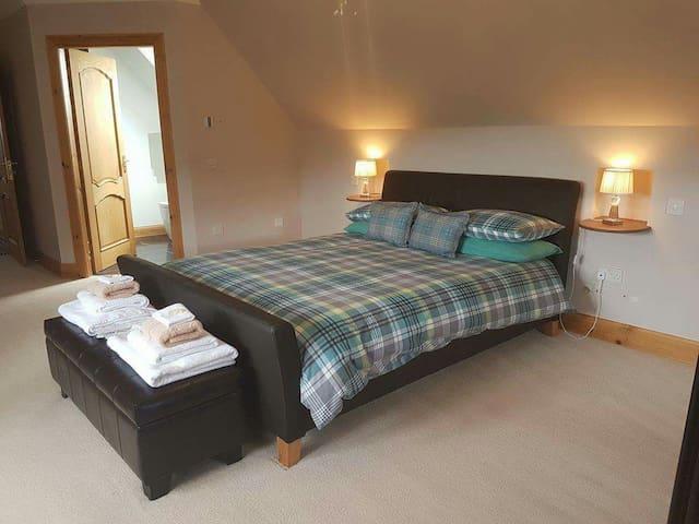 Large king room ensuite - Isleornsay - Bed & Breakfast