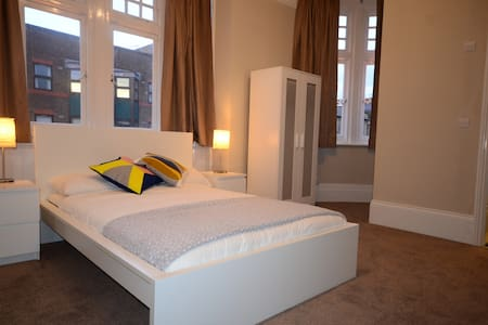 R1 Newly renovated En Suite Room - Londra