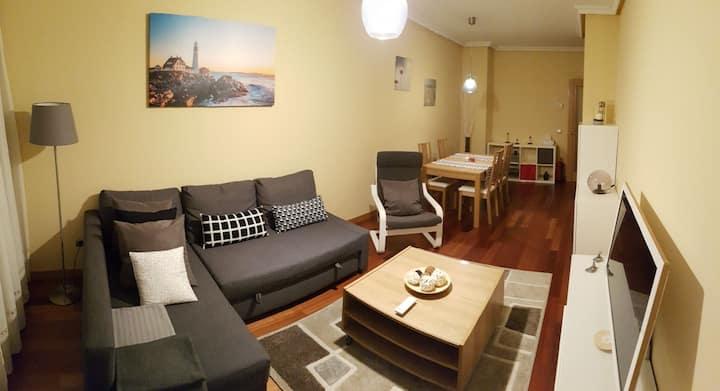 Oviedo - 2 hab., 2 baños, parking y WiFi - HUCA
