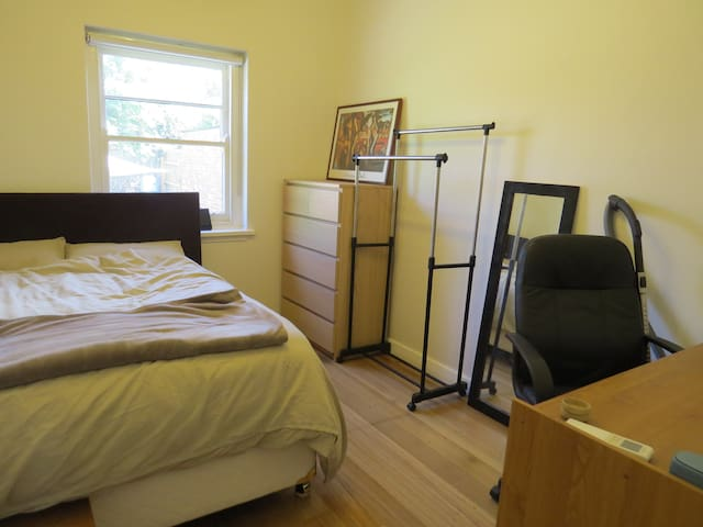 Cosy room, next to public transport - Caulfield South - Casa