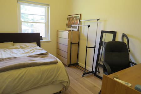 Cosy room, next to public transport - Caulfield South