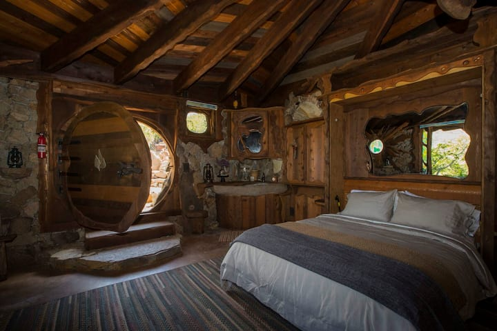 """Real-life Hobbit House from the Shire in """"The Lord of the Rings"""" in San Diego, Califorrnia!"""