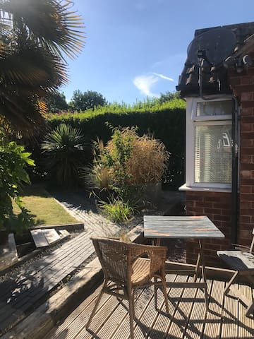 Lovely double room in spacious family home