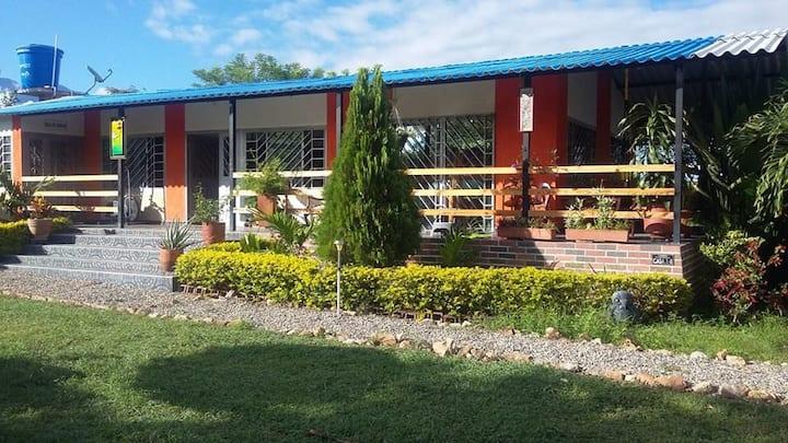Casa Rivera - Huila con piscina privada y BBQ