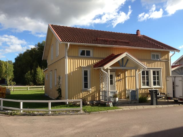 Hemtrevlig & modern villa i Västerås - Västerås - House