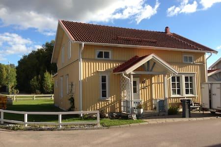 Hemtrevlig & modern villa i Västerås - Västerås