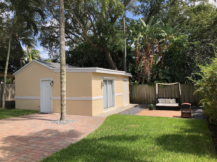 Rio Vista Guest House - Certified Short Term Rental, Private & Sanitized, Perfect for social distancing & working from home. Pet Friendly. Super-host support!