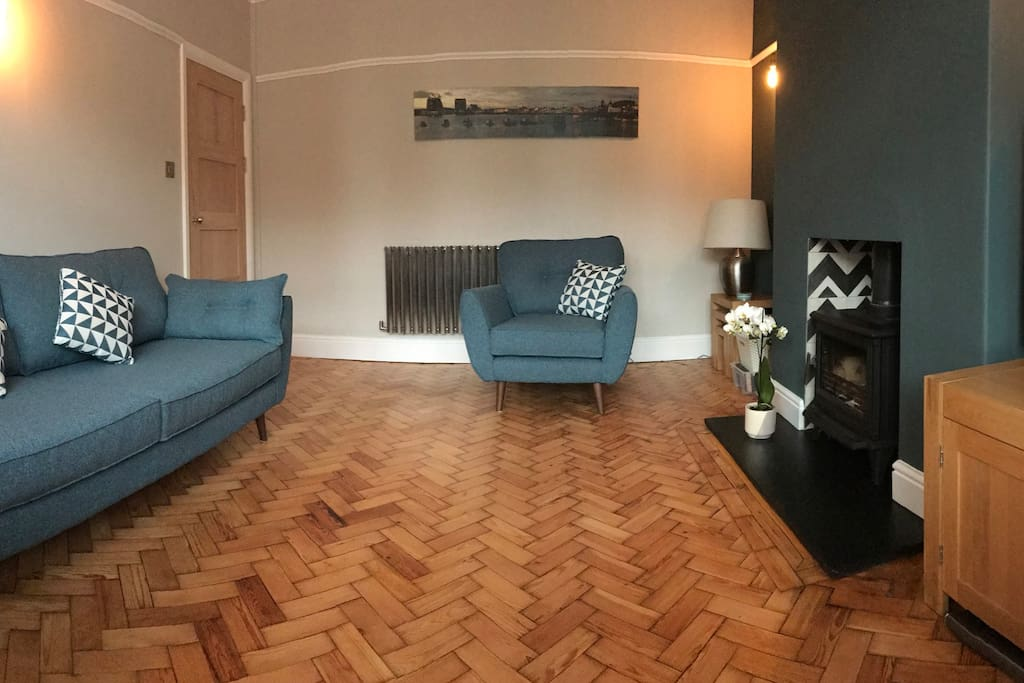 Panoramic view of the lounge.