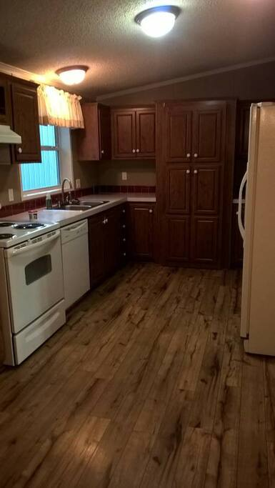 Kitchen stove/refrigerator/dishwasher