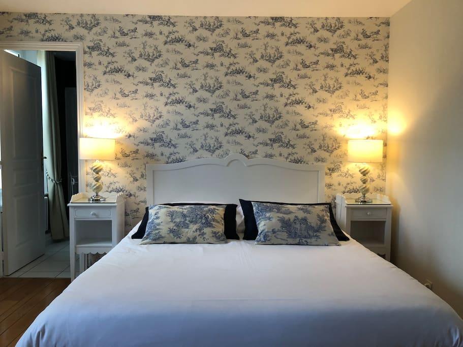 chambre standard lit queen size chambres d 39 h tes louer boulogne sur mer hauts de france. Black Bedroom Furniture Sets. Home Design Ideas