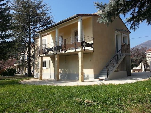 Maison rénovée quartier résidentiel au calme - Buis-les-Baronnies - House