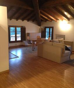 Beautiful attic in villa between Lucca & Viareggio - Massarosa