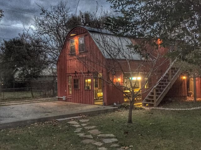 Red Rooster Barn - Smithville
