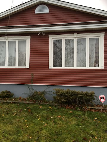 Five minutes from st. johns airport - St. John's - Casa