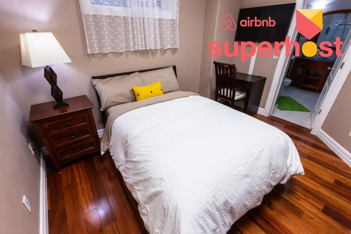 Private Ensuite Room - 10 min drive to the U of A!
