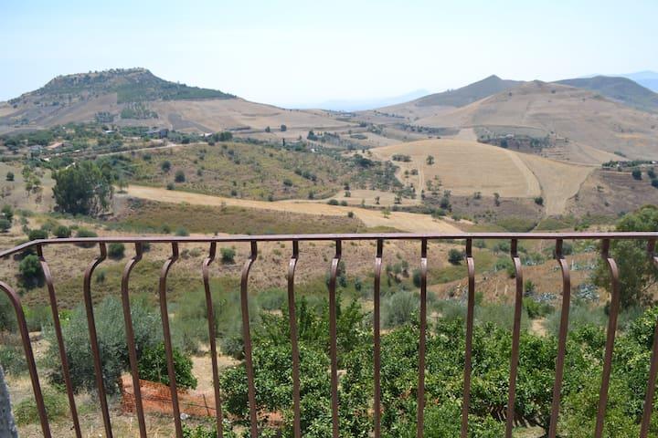 Casetta in campagna con splendido panorama - Regalbuto - บ้าน