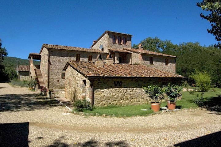 Authentic farmhouse with pool, pizza oven, spacious garden and private terrace