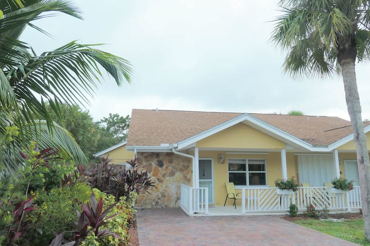 BEACHSIDE GETAWAY, Perfect Location!!