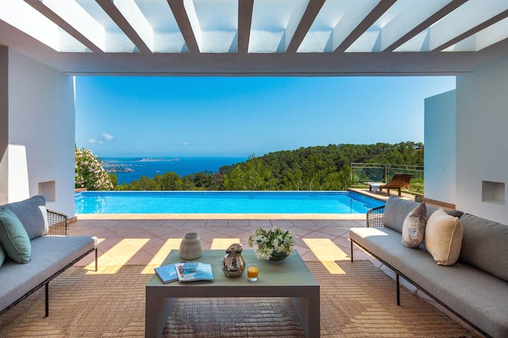 Cozy ibicenco villa w/ direct sea views to Porroig