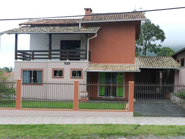 Casa na praia de Itaguaçu em São Chico.