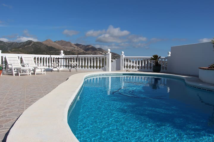 Country villa with pool in Spain - Canillas de Albaida - Huis
