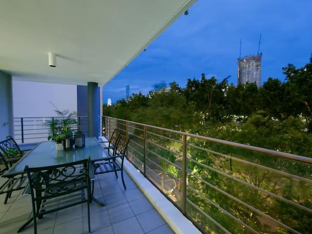 3 bedroom apartment on Southbank