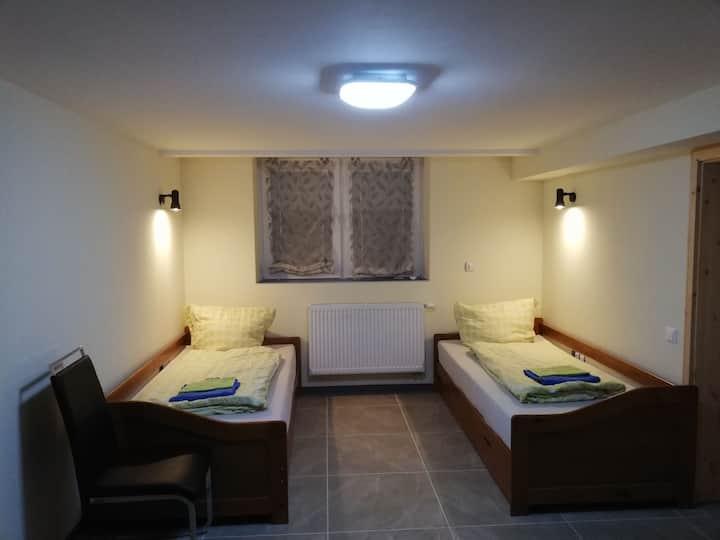Gemütliche separate Wohnung zum Übernachten.Zimmer