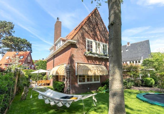 Luxury villa with jacuzzi near beach & Amsterdam!