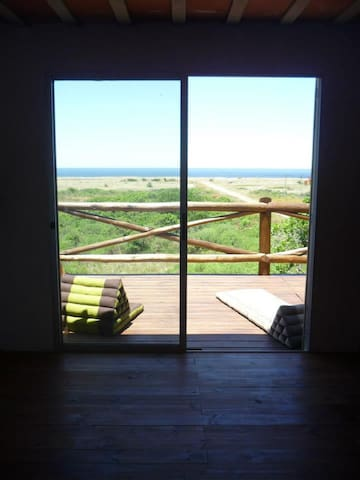 Casa a 150m del mar, con terraza deck y parrillero