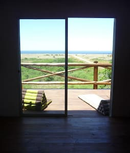 Casa a 150m del mar, con terraza deck y parrillero - Punta Negra