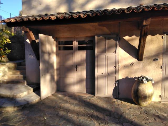 Studio indépendant en rez de jardin