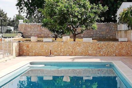 Espaciosa casa con acceso piscina