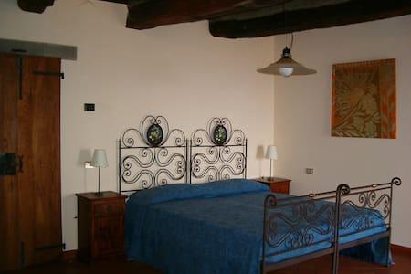 Veranda Lussureggiante - Giuliano - Lägenhet