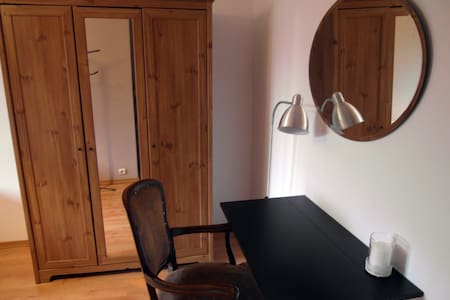 Cozy private room + FREE airport pick-up! - Baranowo - 連棟房屋