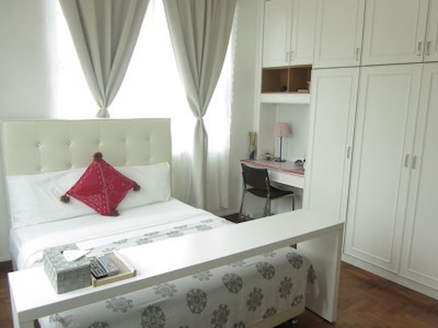 Y)Cozy Master room with Private Bathroom/3mins MRT