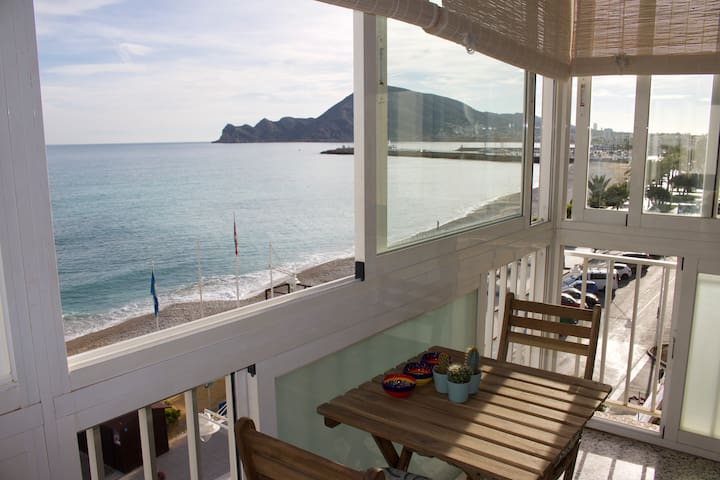 Seafront Flat for Business or Pleasure