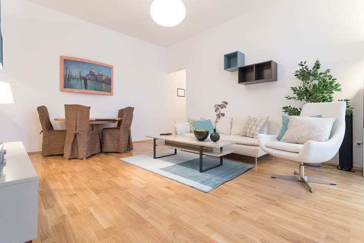 Central and Cozy Designer Apartment with Balcony - Wien, Wien, AT - Daire