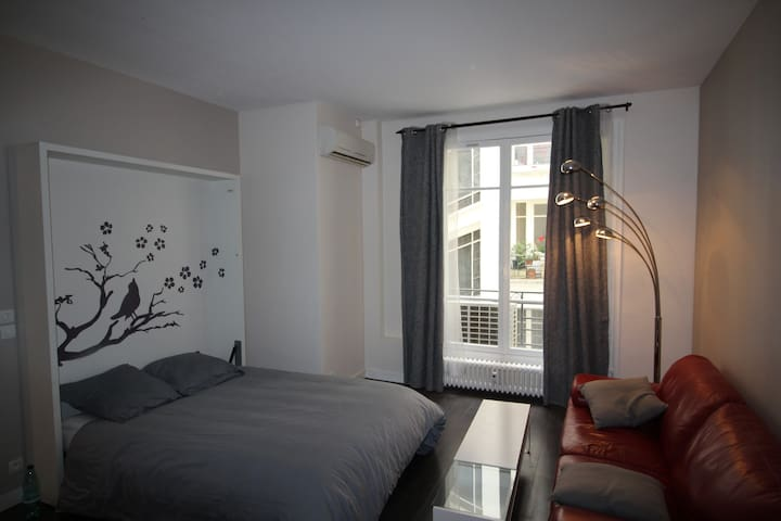 Fully equipped 350 square feet studio