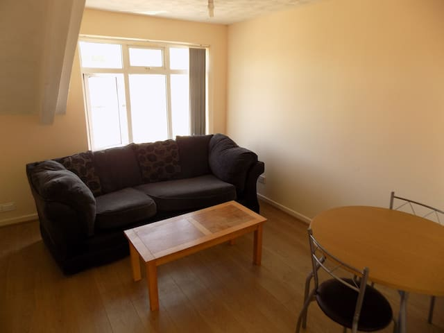 SR1B Top Floor, spacious room