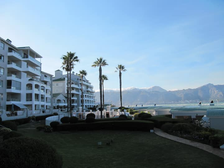 Emerald Bay apartment at golf estate on sea.