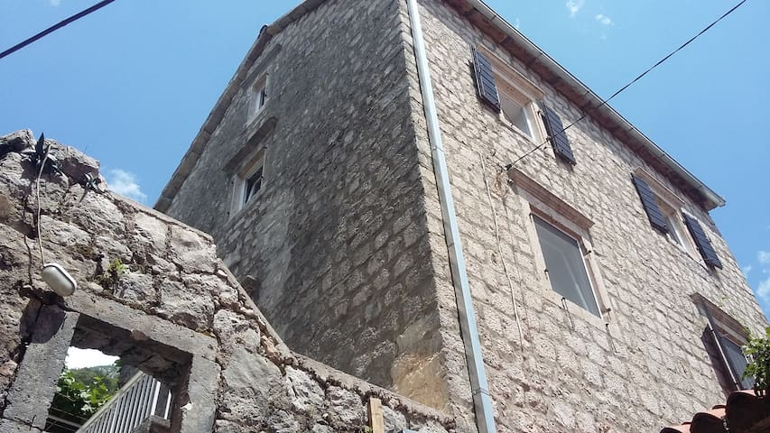 old stone house - Perast - Huis