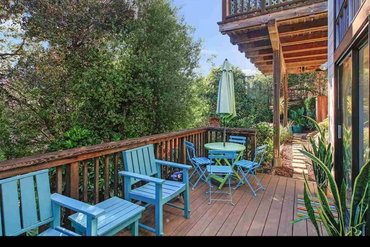 Private, quiet, sunny, safe apt. in No.Berkeley *Special discount for long stays*