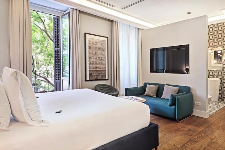 Stunning junior suite in Cibeles Madrid centre